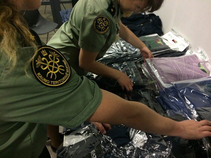 Kauno oro uoste muitininkai sulaikė įtartinus lagaminus