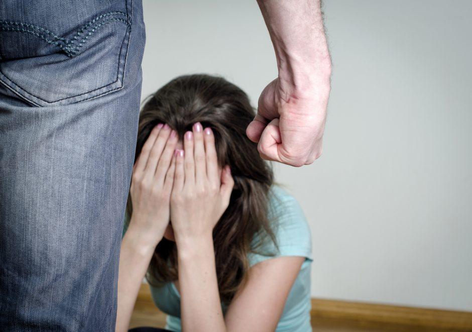 Kaune sutuoktinė karį apkaltino smurtu