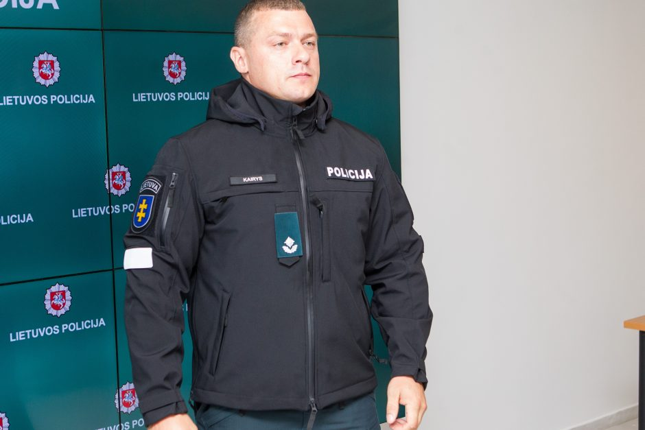 Policija pristatė naujas pareigūnų uniformas