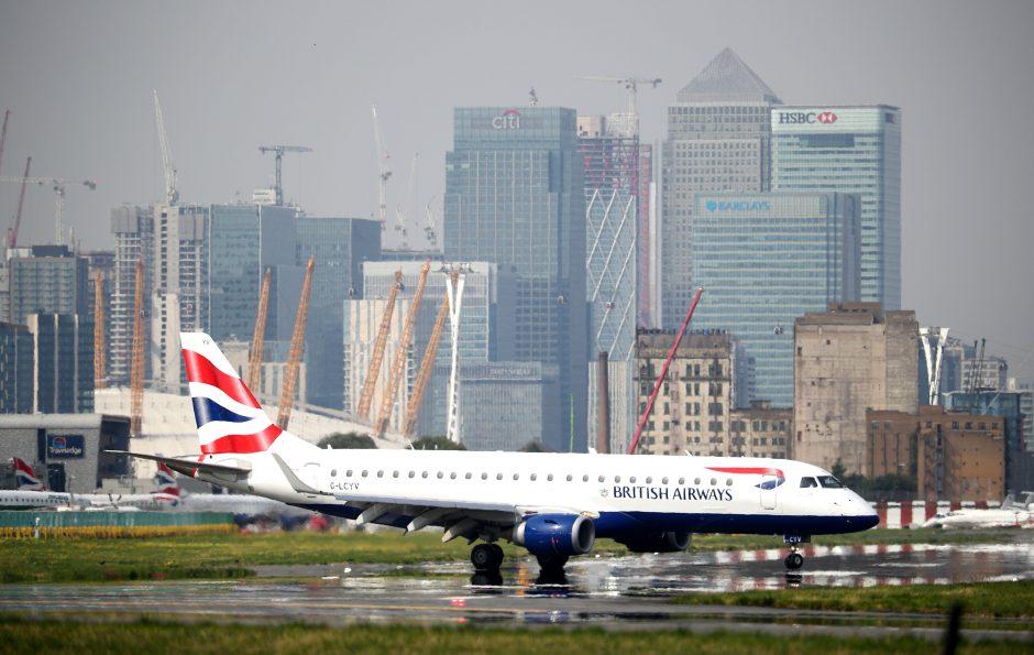 """Programišiai pagrobė 380 tūkst. """"British Airways"""" klientų duomenis"""
