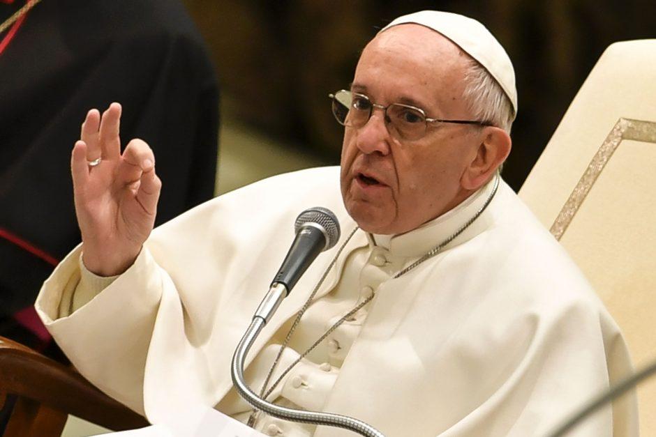 Popiežius kritikuoja grožio, galios ir sėkmės kultą