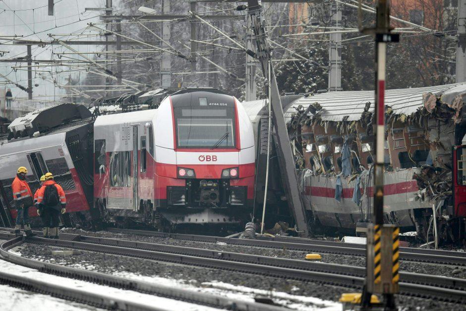 Austrijoje susidūrus dviem traukiniams vienas žmogus žuvo, 22 sužeisti
