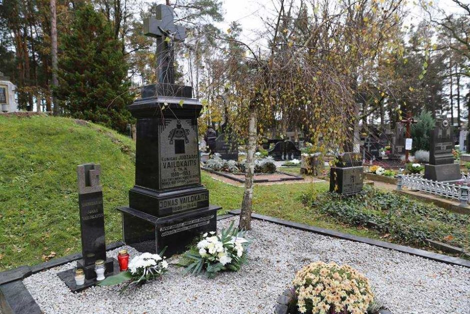 Lankė Kauno kraštui nusipelniusių žmonių kapus