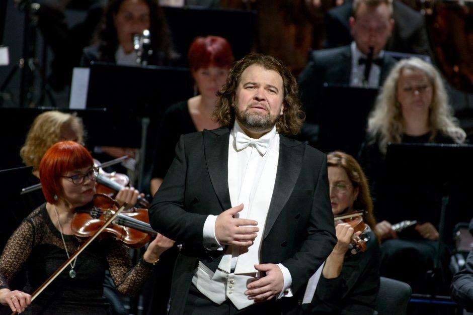 """""""Dedikacijoje"""" tenorai gražiausias arijas skyrė V. Noreikos atminimui"""