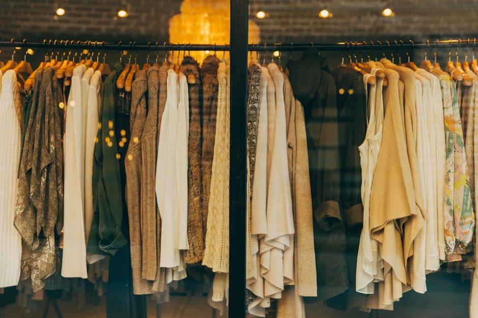 Penki stilistės A. Gilytės patarimai dovanojantiems drabužius