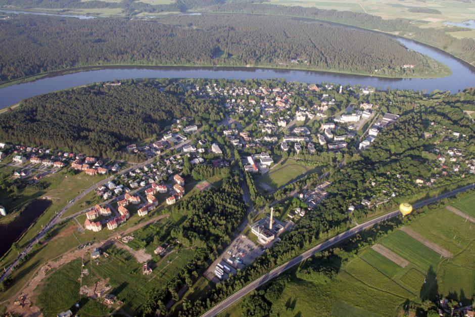 Kaip po Lietuvą keliauti pigiai ir įdomiai