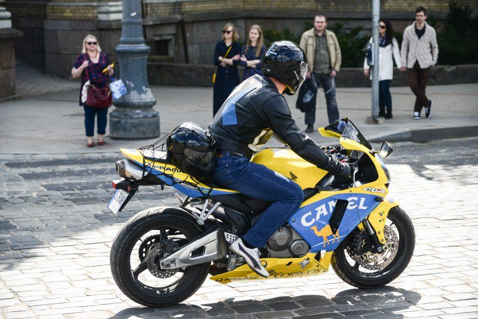 Naujovė: vairavimo egzaminą leis laikyti su savo transporto priemone