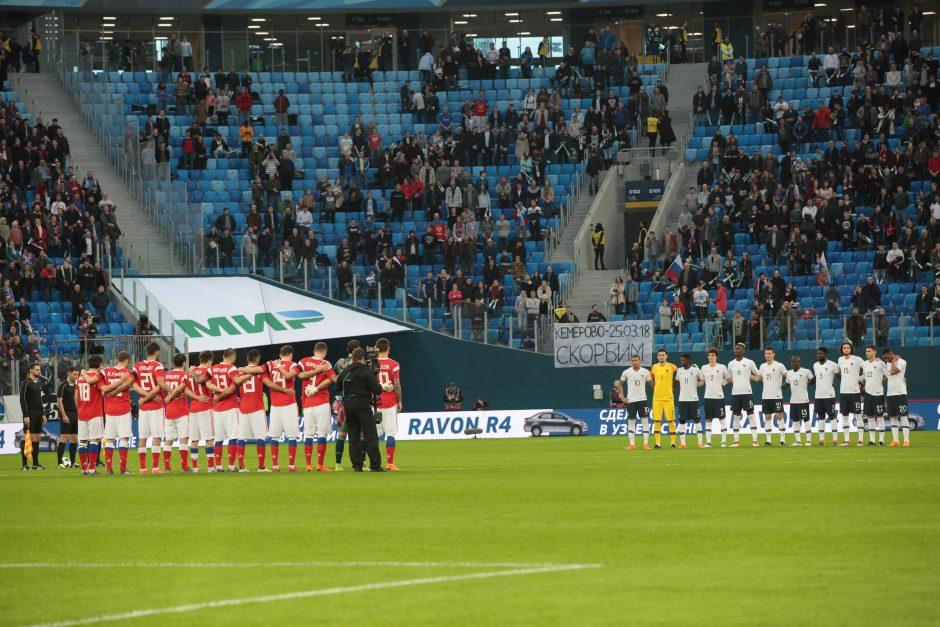 Rusijos futbolo asociacijai – bauda už sirgalių rasistinius šūkius