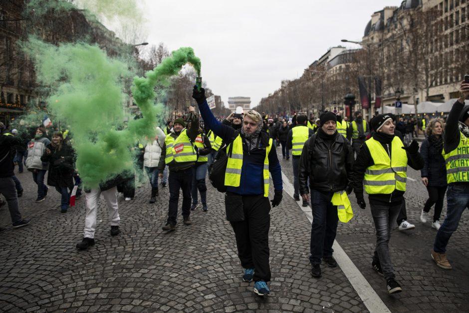 """""""Geltonųjų liemenių"""" protestai atbaido turistus"""