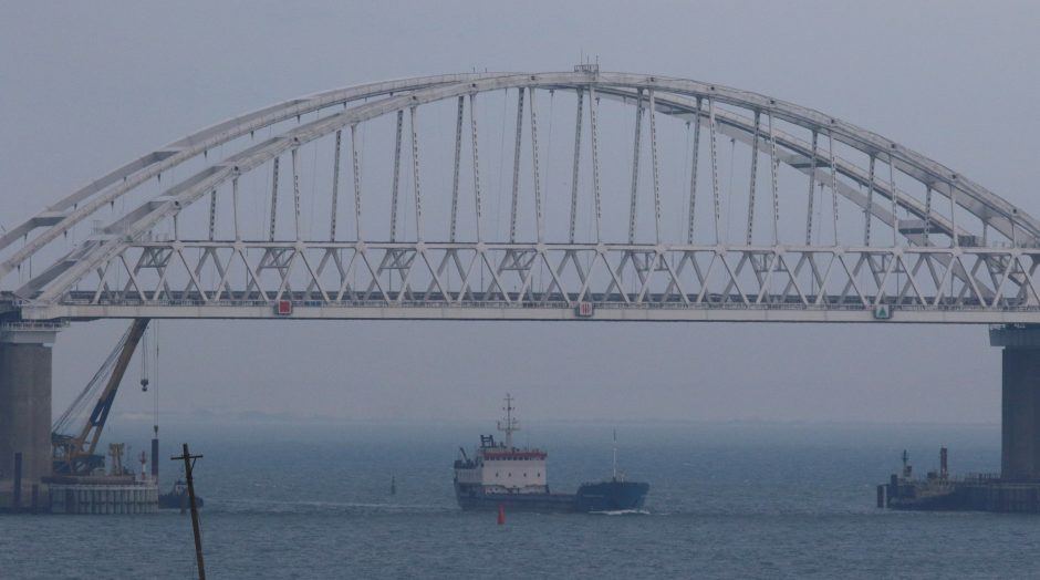 Juodojoje jūroje dviejų tanklaivių gaisro aukų padaugėjo iki 14