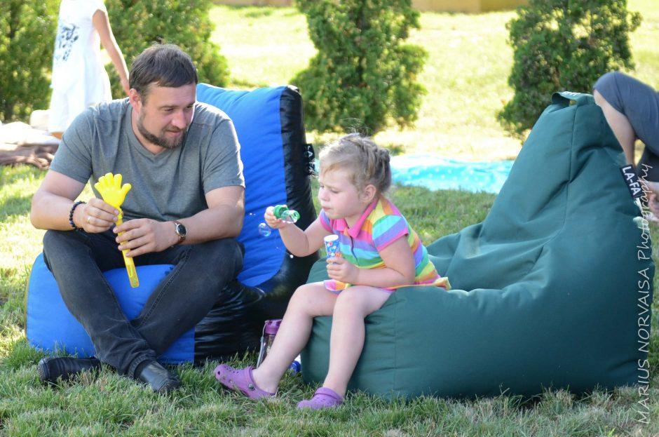 """Šeimų piknike """"Išjunk TV – 5"""" dalyviai išbandė naujas pramogas"""