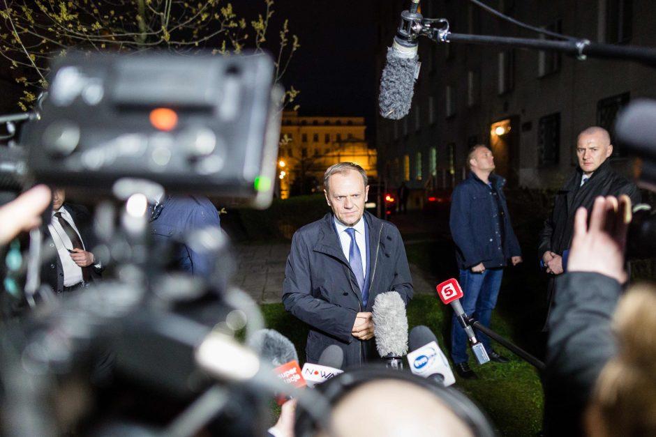 Europos Komisijos vadovas pataria Lenkijai pagarbiai elgtis su D. Tusku