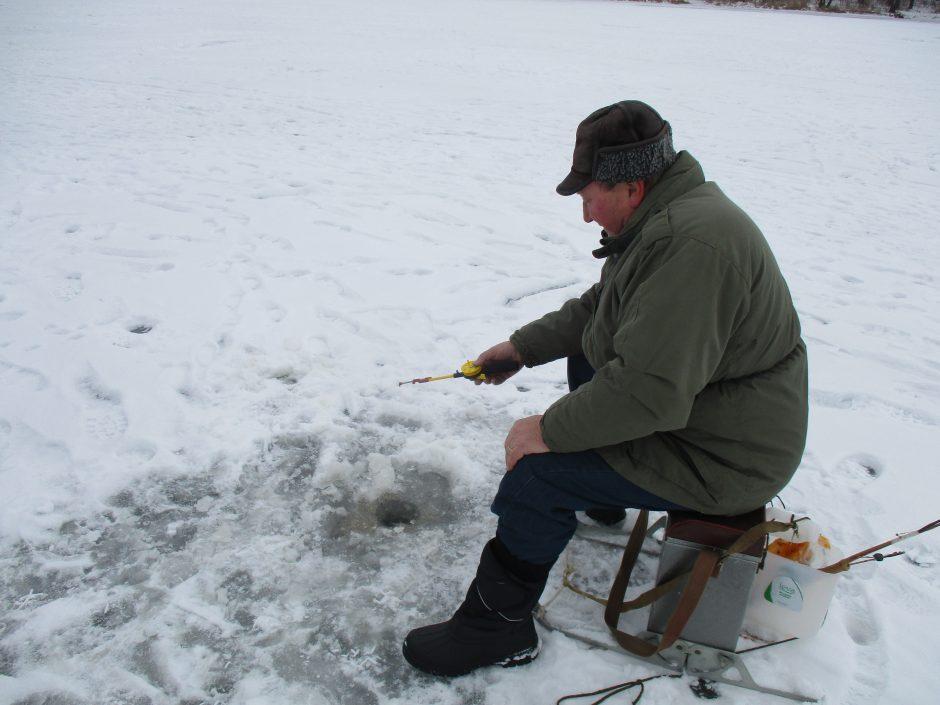 Ant Kauno marių ledo – alkoholiu nesišildantys žvejai ir žiemos pramogų mėgėjai