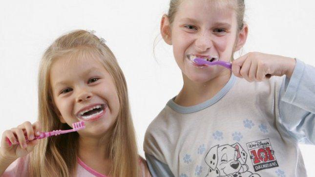 Mitai apie burnos priežiūrą