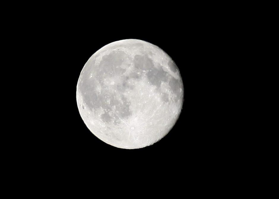 Naujausias tyrimas griauna pagrindinę Mėnulio susiformavimo teoriją