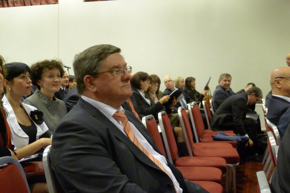 Seimas atleido kadenciją baigusį LAT teisėją