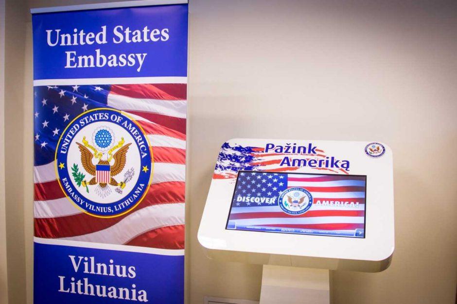 """Kauno miesto bibliotekoje atidarytas informacinis terminalas """"Pažink Ameriką"""""""