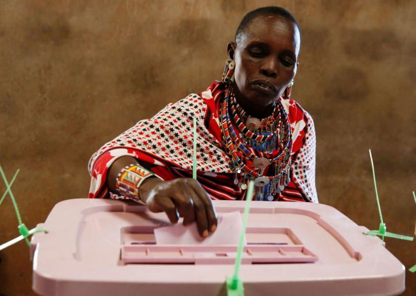 Kenijoje moteris pagimdė laukdama savo eilės balsuoti