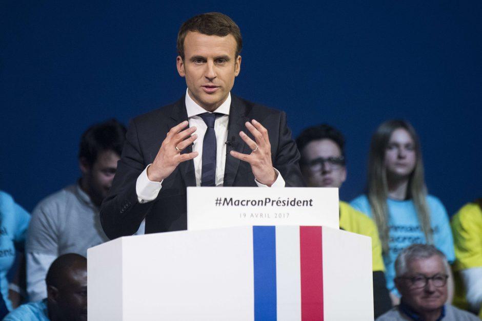Prancūzijoje 11 pretendentų į prezidento postą dėstė savo požiūrius per televiziją