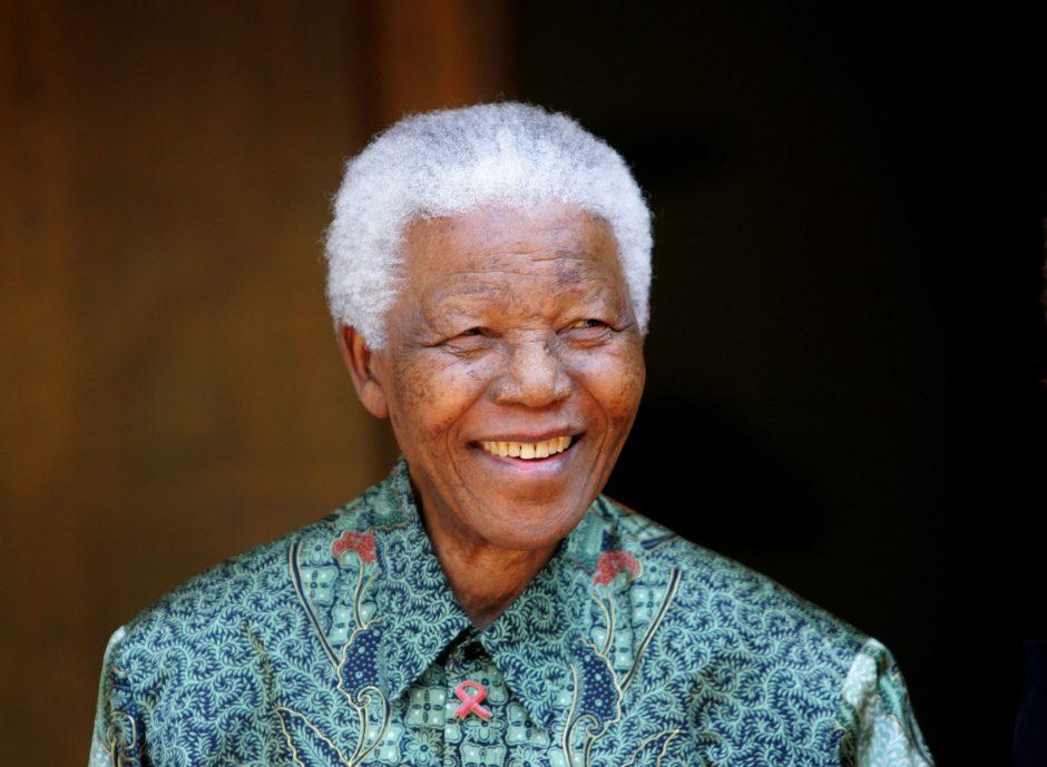 N.Mandela po ilgo gydymosi ligoninėje grįžo namo