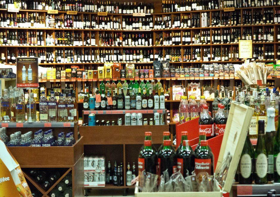 Prekybininkai dėl alkoholio ribojimų žada uždaryti 600 parduotuvių