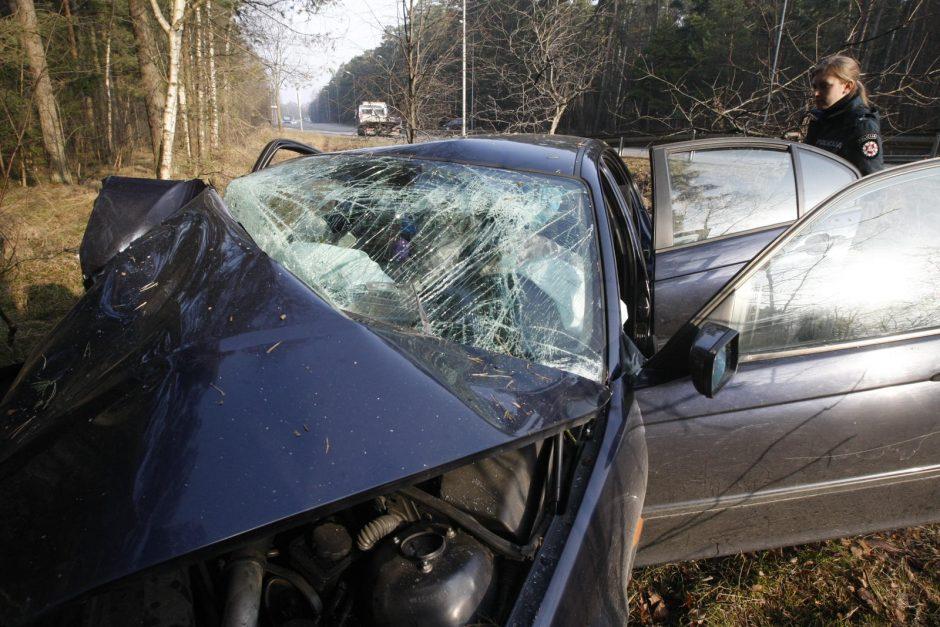 Plungės rajone pranešta apie po avarijos prispaustą žmogų