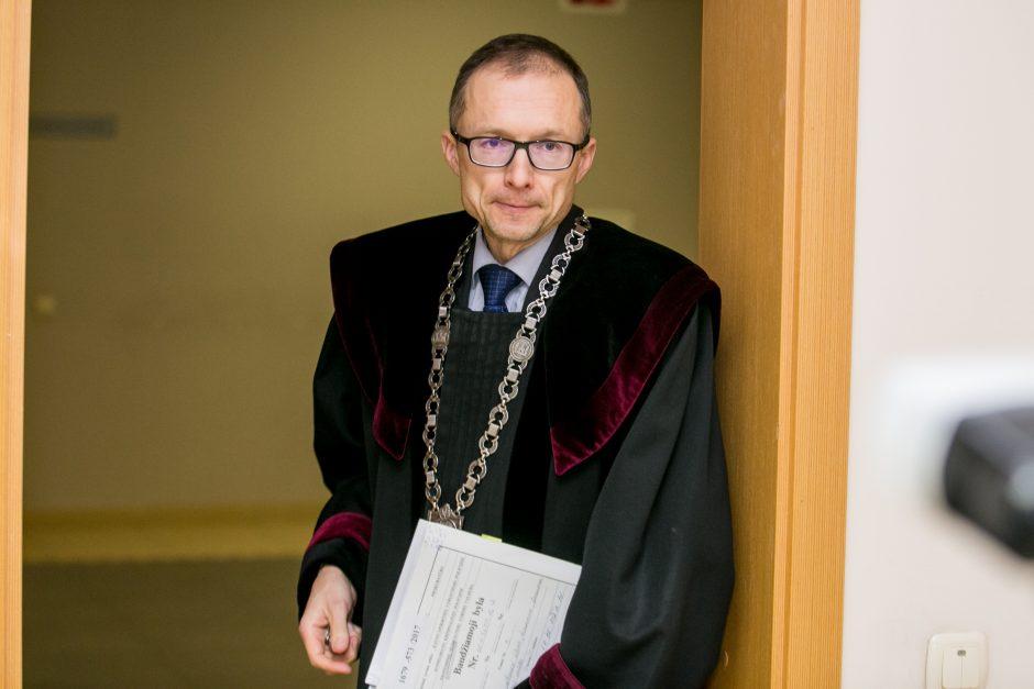 Nuosprendis apsišaukėliui odontologui