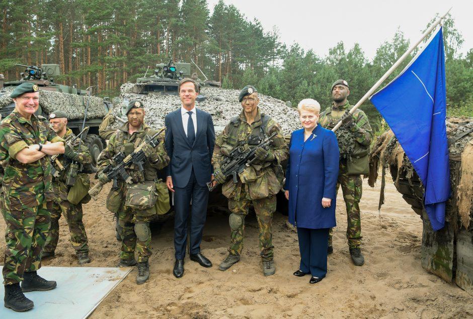 Olandijos premjeras aplankė karius