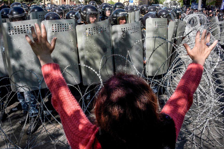 """Armėnijos opozicijos judėjimo lyderis skelbia """"aksominę revoliuciją"""""""