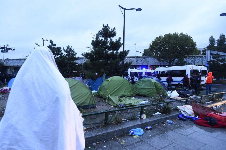 Paryžiaus policija iš nelegalios stovyklos iškeldino 2 tūkst. migrantų