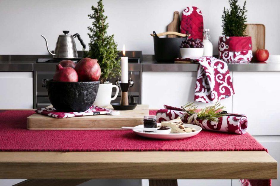 Kalėdinė puošyba: rankų darbo dekoracijos ir netikėtos spalvos