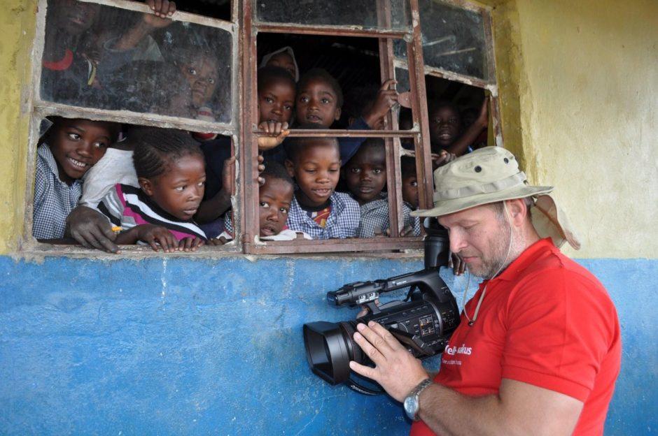 R. Mikelkevičiūtę Zambijoje pribloškė geležinė tvarka mokykloje