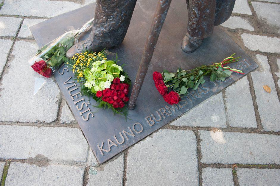 Iškilmingai atidengtas J. Vileišio paminklas