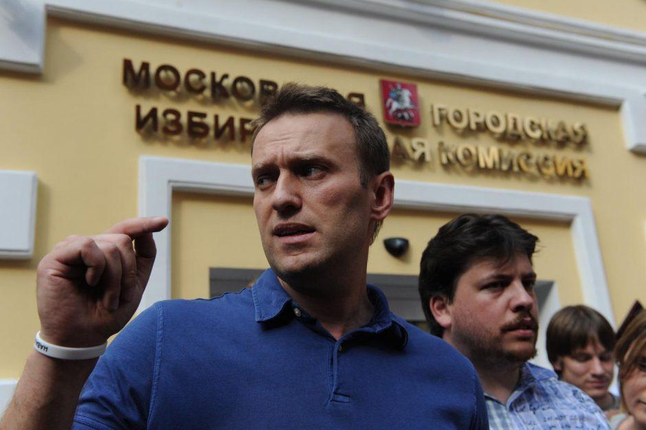 Rusijos opozicijos veikėjas A. Navalnas laikinai paleistas