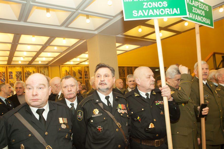 Sausio 13-osios savanorių rikiuotė Seime