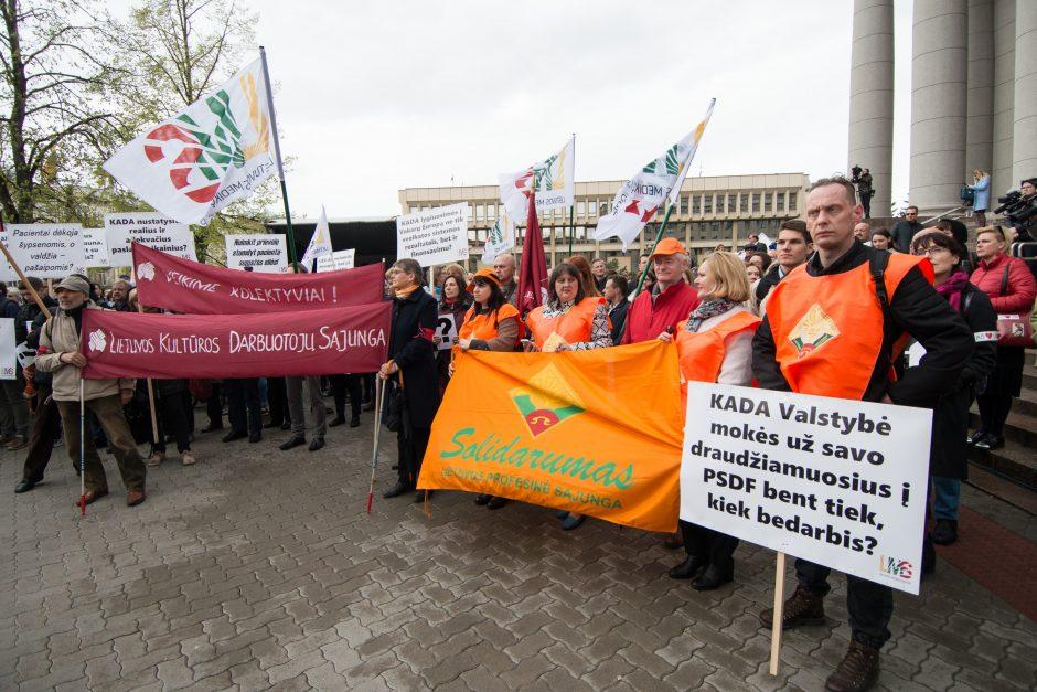 Medikų mitingas prie Seimo