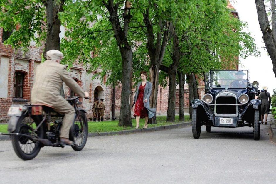 """Filmui """"Tarp pilkų debesų"""" lėšų ieškoma Seime"""
