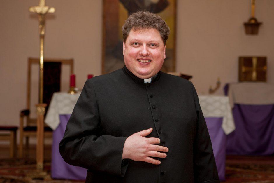 Rokų parapijos klebonui praverčia ir socialiniai tinklai