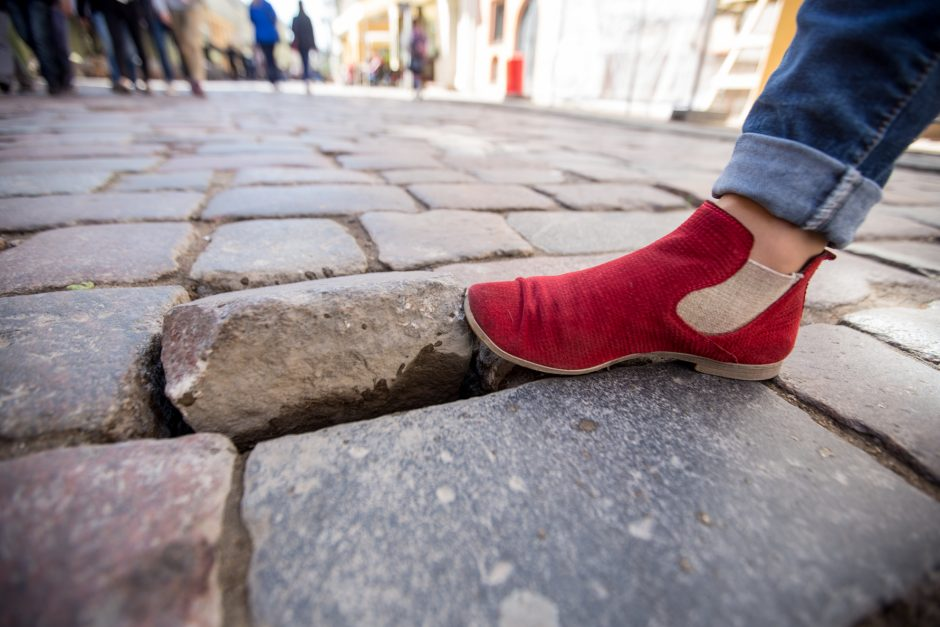 Atsargiai! Pavojingas Senamiesčio grindinys