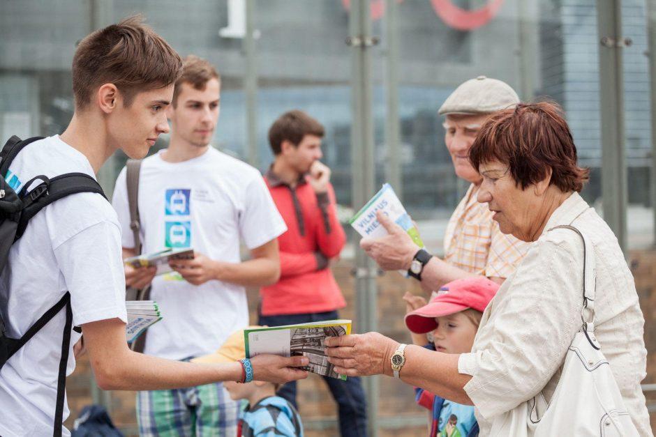 Apie viešojo transporto pasikeitimus Vilniaus stotelėse pasakos savanoriai