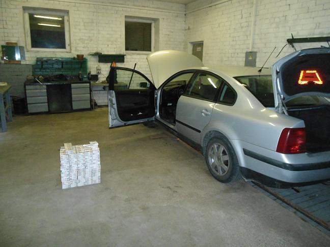 Šalčininkietė baltarusiškas cigaretes slėpė automobilio dugne