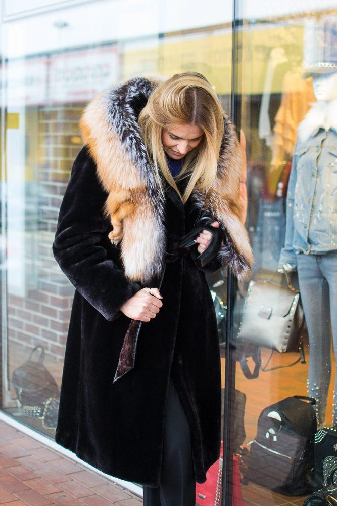 Stilistė K. Danilevičė: kas sakė, kad kailinius galima nešioti tik žiemą?