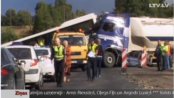 Kelyje Ryga-Liepoja per avariją sužalota 18 žmonių