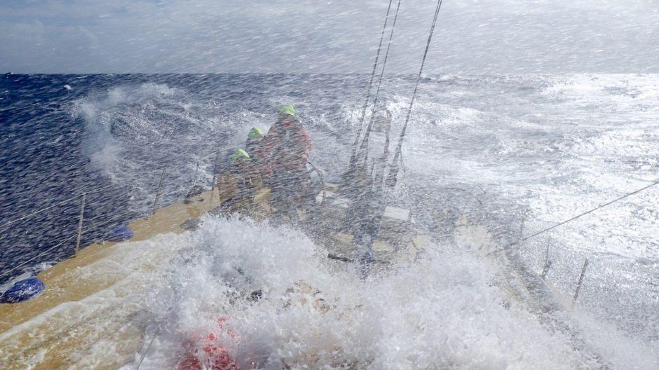 """Štormo metu nuo jachtos """"Ambersail"""" denio nuplautas žmogus"""
