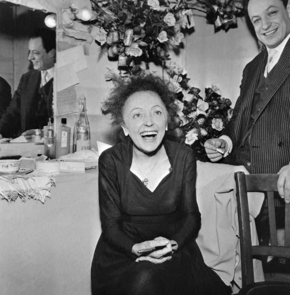 Nauja E. Piaf biografija nuvainikuoja mitus