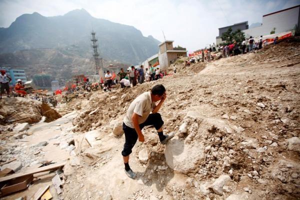 Indonezijoje nuošliaužos ir potvyniai nusinešė trijų žmonių gyvybes