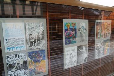 Kaligrafinio paveikslo konkurso parodoje – vaikų piešiniai