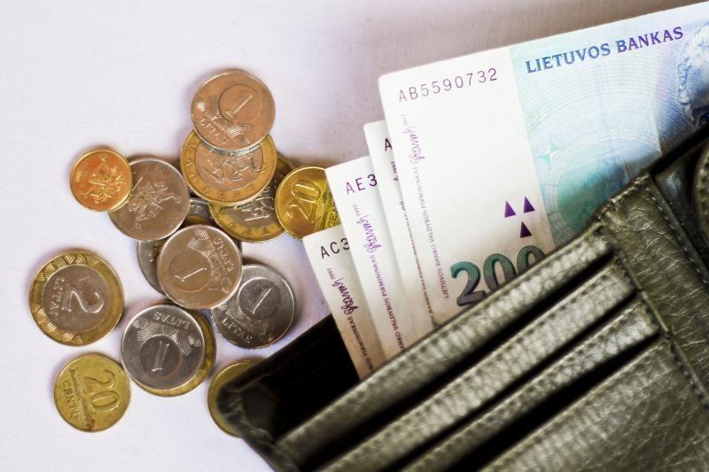 Padidėjusi minimali alga brangina paslaugas, turėtų brangti ir maistas