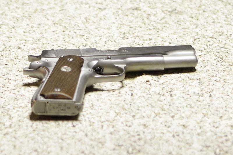 Nuovadą užliejęs vyras į pareigūnus nukreipė ginklą