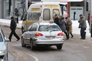 Avarijos Kaune: slidųjį ketvirtadienį sužalotos dvi pėsčiosios